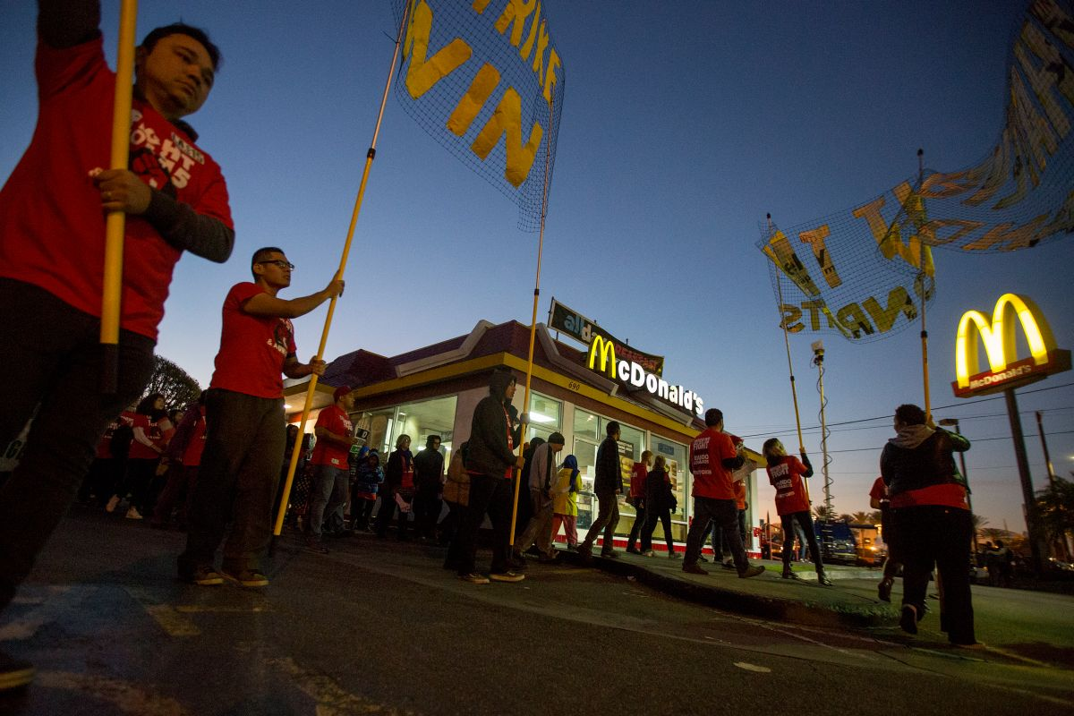 Workers at McDonald's, Burger King, and Other Fast Food Chains Go on Strike; ask for an increase in the minimum wage | The State