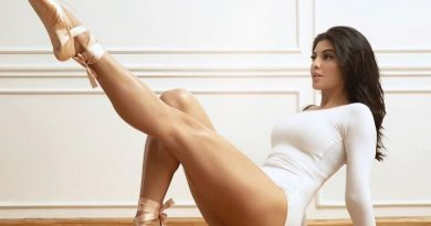 Sexy Jacqueline Fernandez Doing Aerial Yoga : Pic