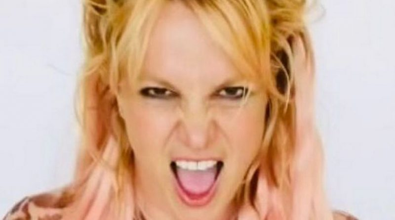 Britney Spears stuns fans as she dyes her hair bright pink in latest snaps